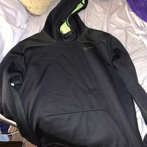 nike black sweatshirt